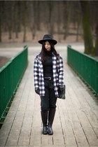 mustard checkered Sinsay coat - black leather Lasocki boots