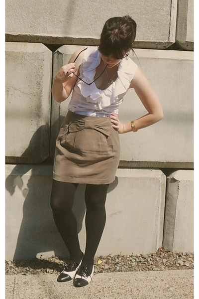 beige f21 skirt - white f21 top - black Target tights - black Aldo shoes - gold