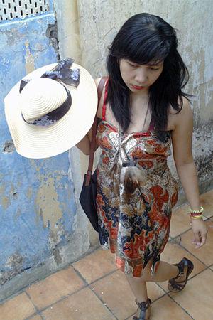 red dress - black bag - beige hat - brown shoes - brown necklace