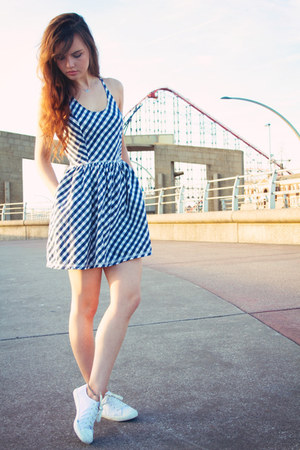 blue gingham Superdry dress - white new look sneakers