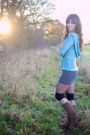 sky blue knitted handmade hoodie - tan knee-high boots next boots