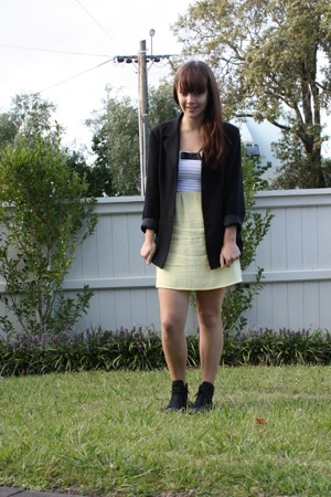 vintage blazer - dress - Converse shoes