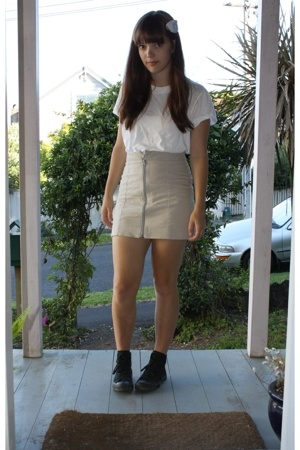 accessories - Cue t-shirt - huffer skirt - Converse shoes