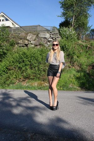 black faux leather Bik Bok shorts - silver diy By Høvik top