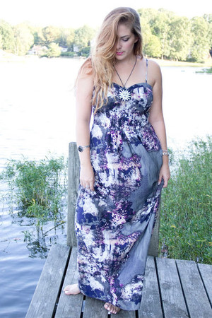 light purple maxi dress piperlime dress - black medallion vintage necklace