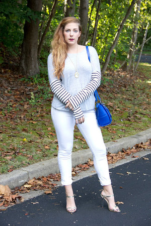 silver striped Twelfth & Towne sweater - white white kensie jeans