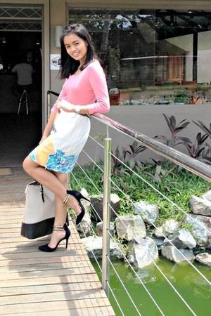 cream Forever 21 skirt - dark brown Forever 21 belt - salmon Uniqlo blouse