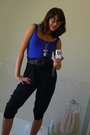 supre top - diva necklace - Equip glasses - supre pants
