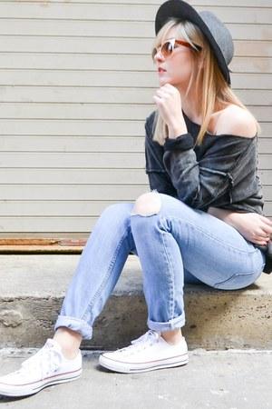 white Converse sneakers - blue boyfriend jeans hm jeans
