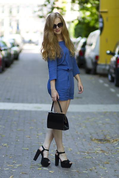 blue Modstrom suit - black vintage bag - black vintage sunglasses