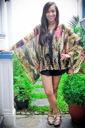 green ilaya top - black Zara shorts - beige Zara shoes