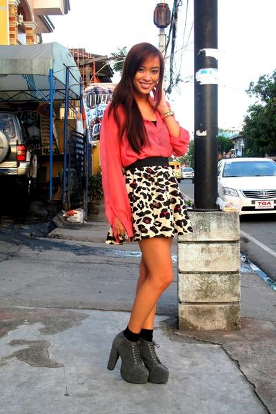 pink LA Manila top - Forever 21 skirt - gray Soule Phenomenon - black random bra