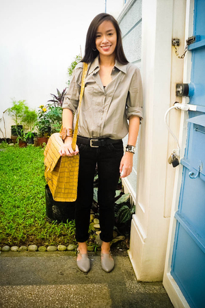 gray Tango top - black Mango pants - gray Bazaar shoes - brown ichigo accessorie