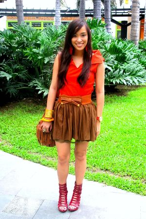 red heels bought online shoes - brown fringed purse - orange ilaya top