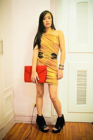 red clutch Zarina Agduma bag - black heels Forever 21 shoes