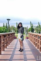 black suiteblanco heels