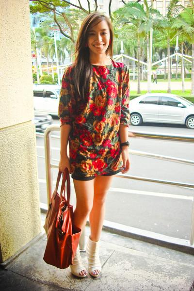 red floral Bazaar top - white boots online shoes - black silk Zara shorts