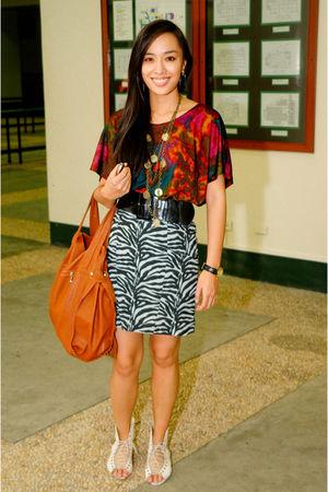 red kids of bayo top - gray Vice skirt - black Zara belt - white Trunk Show shoe