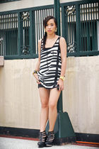 white Forever 21 tights - black Zara shorts - black Soule Phenomenon shoes - gol