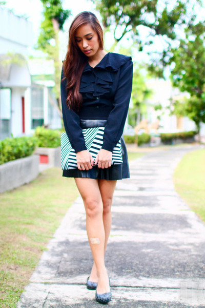 black ruffled Zara top