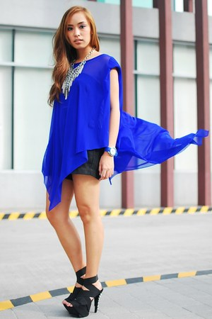 blue cape top - black spiked heels DAS shoes