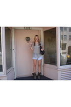 Lux blouse - Levis shorts - litter shoes
