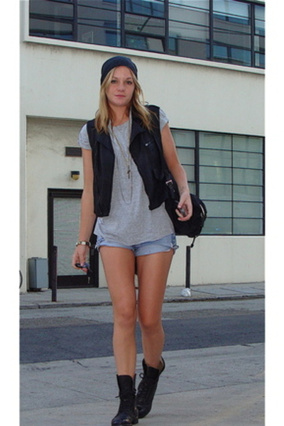 forpayconse: combat boots with shorts