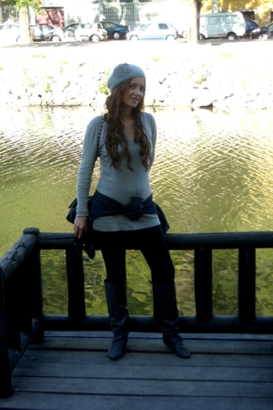 silver boots - silver hat - black leggings - black
