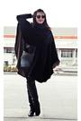 Black-hazel-boots-black-mums-closet-vintage-ray-ban-glasses-black-blanco
