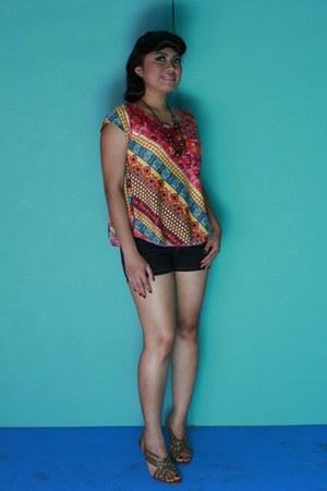 SM blouse - Jag shorts - Charles & Keith heels