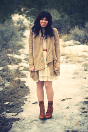 Urban Outfitters boots - Valley Girl dress - thrifted vintage belt - Urban Outfi