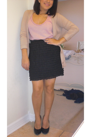 black Urban Outfitters skirt - pink Urban Outfitters shirt - beige Forever 21 ca