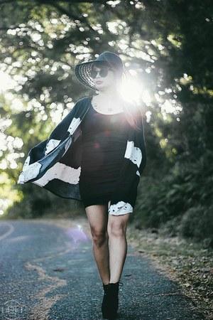 black style moi cape