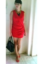 red draped Natasha dress - black Roberta Rossi bag