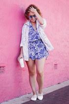 blue mirrored quay sunglasses - light blue tie dye asos shirt