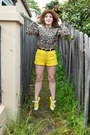 Yellow-denim-vintage-shorts-camel-vintage-sweater