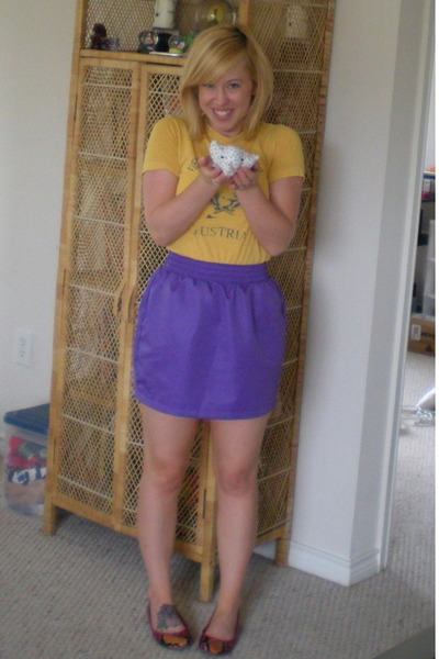 thrifted t-shirt - American Apparel skirt - Nine West shoes