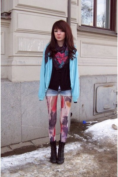 patterned leggings - black boots boots - patterned scarf - denim shorts shorts