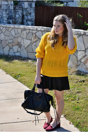 mustard vintage sweater - black leather bcbg max azria skirt