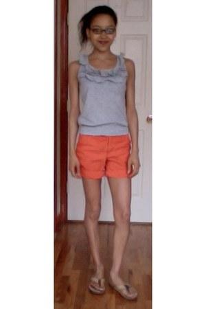 heather gray ruffled collar papaya top - carrot orange cuffed H&M shorts