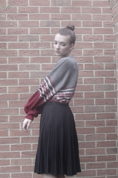 charcoal gray my dads jumper - black long pleated skirt