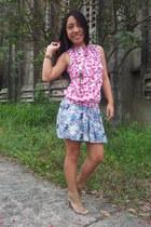 blue skirt - bronze heels - hot pink floral design top - brick red bracelet