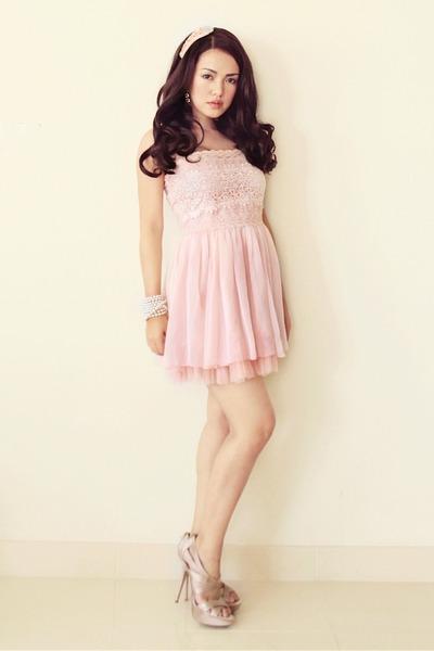 peach DressCulture dress - tan satin Aldo heels - eggshell pearl bracelet