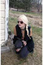 black Bullhead pants - beige vintage sweater - black vintage vest - black Foreve