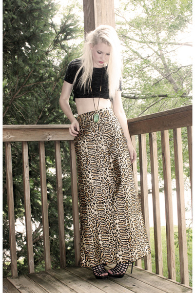 black vintage top - gold hand sewn skirt - black Shoe Dazzle shoes - gold Foreve