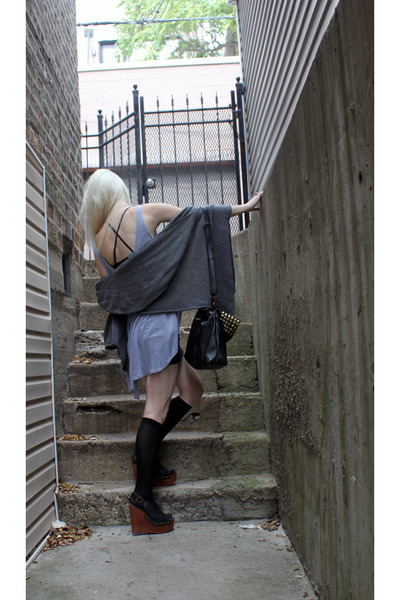 gray Freeloader top - black Akira skirt - black Shoe Dazzle bag - gray from Denm