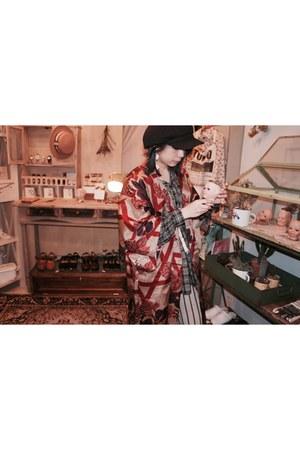 red redkimono vintage coat - gray patten shirt - black gloves - red earrings