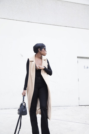 sleeveless coat Missguided coat - flared jeans Fashion Nova jeans