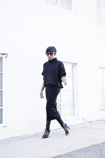 Aldo-boots-zara-skirt-akira-sweatshirt