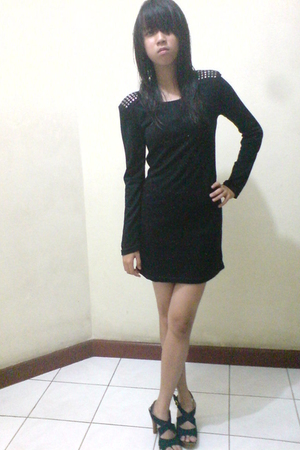 black dress - black shoes